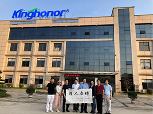 The famous painter Chen Yongming came to visit the Kinghonor Xinfeng Industrial Park and wrote the inscription